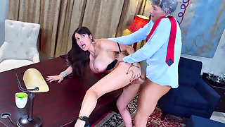 Top anal experience with the president for Eva Karera