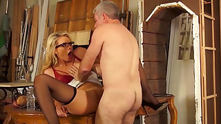 Strong encounter with a big dick for Keira Nicole